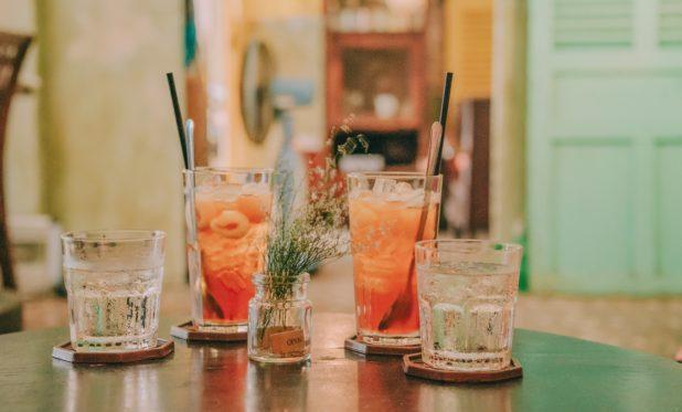 Cocktailauswahl auf Tisch